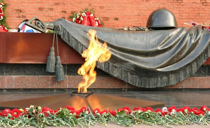 АВТУРИНЦАМ, ПАВШИМ В ВЕЛИКОЙ ОТЕЧЕСТВЕННОЙ ВОЙНЕ 1941-1945 г.г.